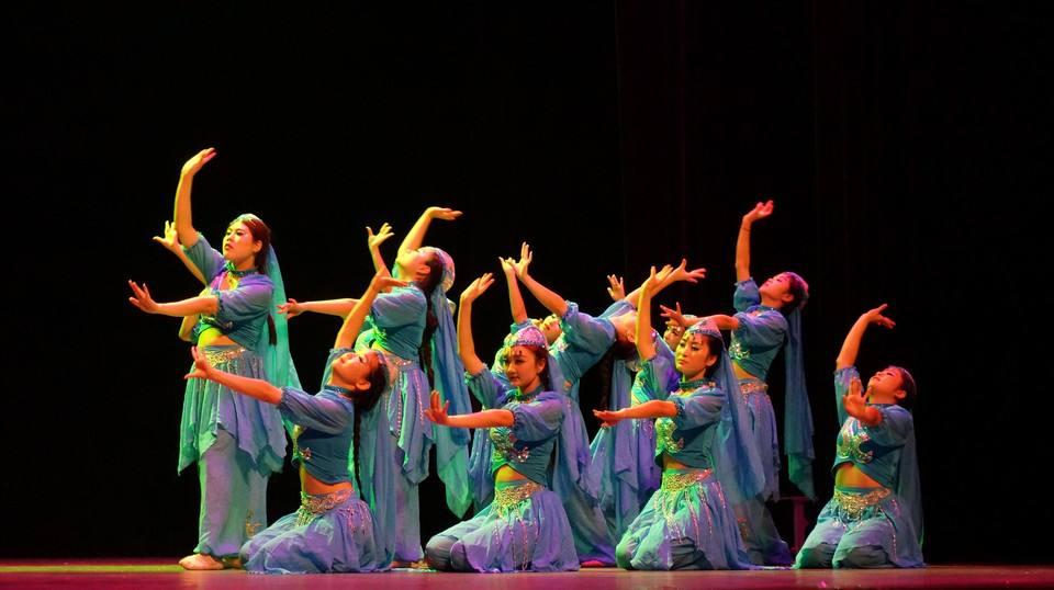 艺晨舞悦量身打造校园学生舞蹈服装定做厂家