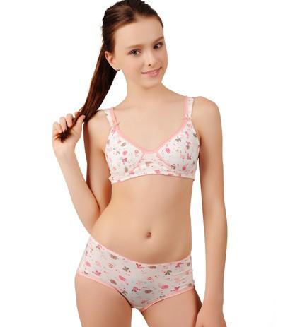 对于女孩子来说,乳房刚刚发育的青春期很重要,当天真可爱的小女孩