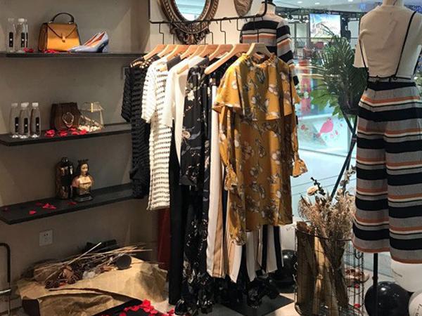 LeeMonsan枺上女装品牌终端店