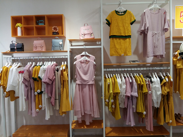 Kaernuo卡尔诺女装品牌终端形象店