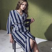 蓝色倾情女装2017新品 让你的气质与发型更搭!