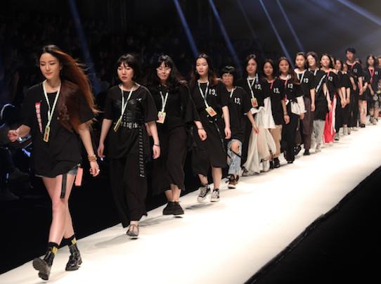 浙江理工大学2017届服装艺术设计毕业汇演:被放大的好奇心