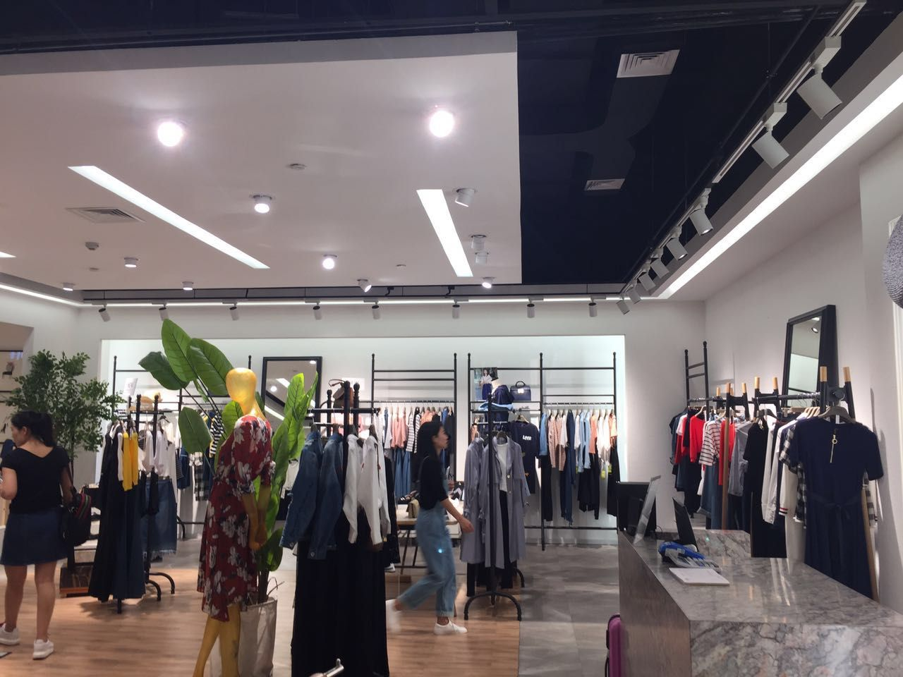 普普风店铺展示品牌旗舰店店面