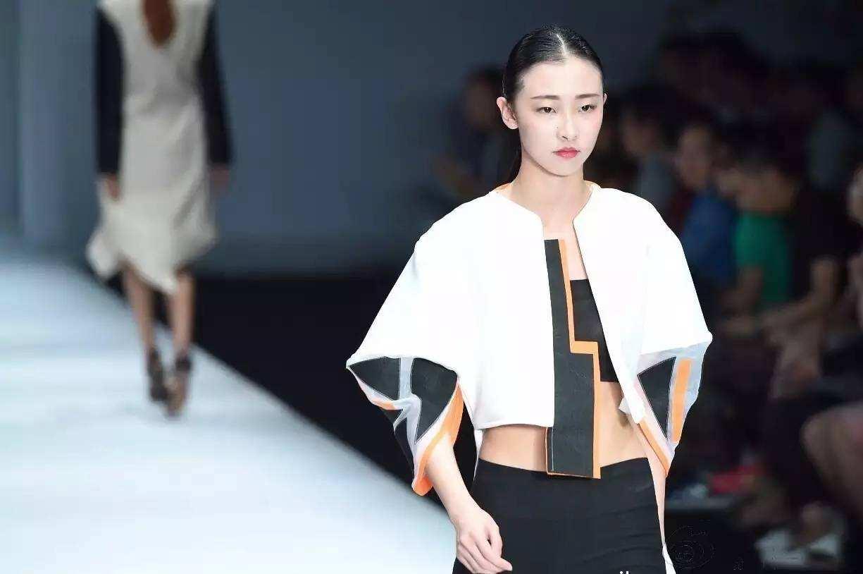 2017中国国际大学生时装周在北京启幕 聚焦就业与创新图片