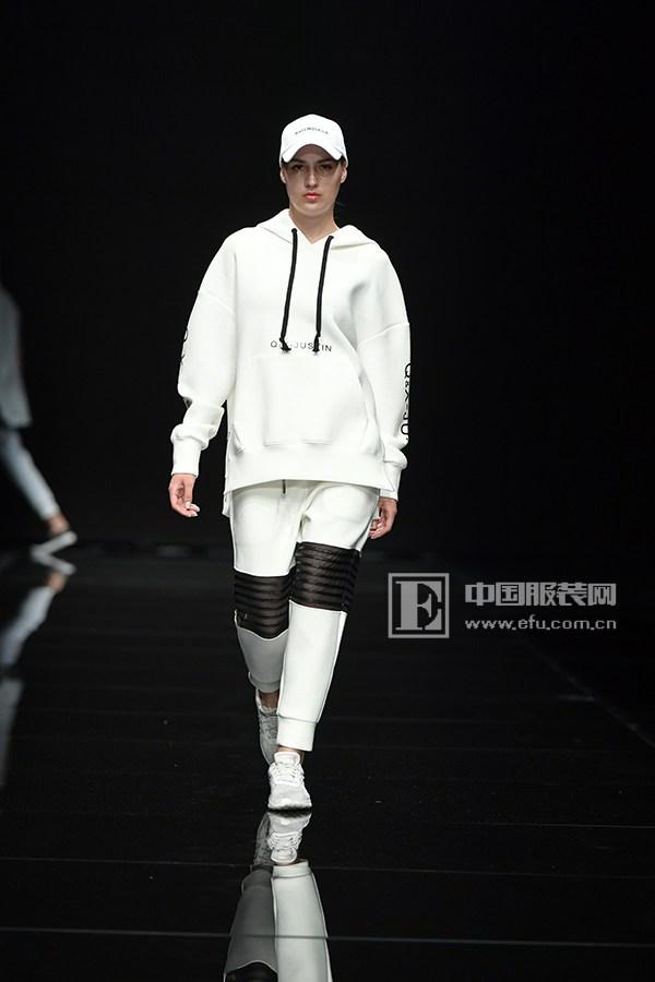 服装资讯 活动 > 2017江南国际时装周|q&x品牌解读年轻人时尚与梦想图片