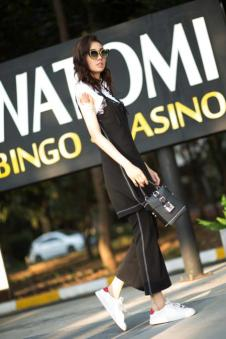 洛维缇2017新款黑色外搭吊带半裙