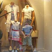 美亚展示时尚资讯:服装店利用好模特陈列 才能更好的提升销量!