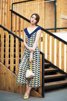 唯一2017夏季新品无袖条纹格子长裙 款号287634