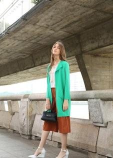 独傲女装17年绿色外套