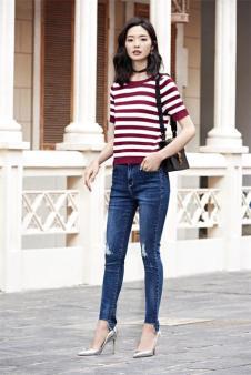 优衣美红色条纹针织衫