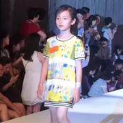 """南京古城墙上演FolliFollie时装大秀,演绎儿童""""轻奢潮"""""""