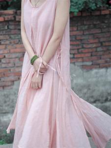 衣肖秀新款粉色无袖连衣裙