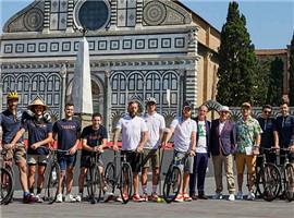 Christian Louboutin运动POLO衫发布会是自行车比赛