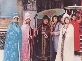 她设计了2700套戏服,让87版《红楼梦》惊艳了30年