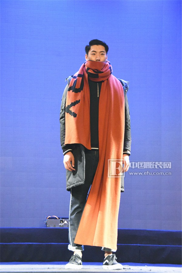 这个新品发布会,刷新了服装业对时尚的定义