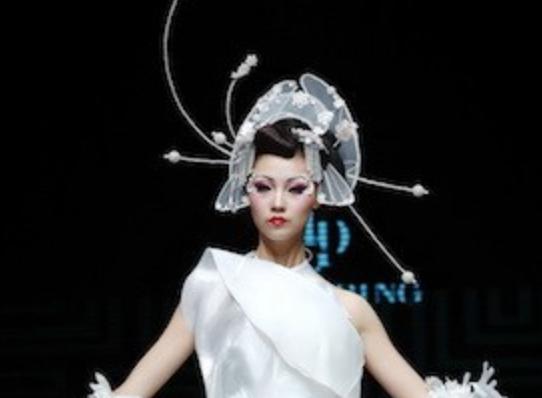 毛戈平彩妆秀惊鸿起舞压轴 中国风轰动中原国际时装周