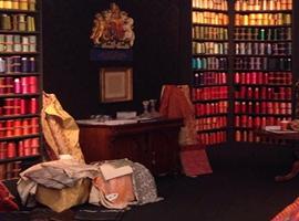 奢侈品牌用的都是这家英国百年丝织公司的定制面料