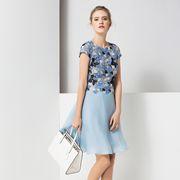 经典故事女装一直秉承优雅、时尚及完美品质的现代都市风格!