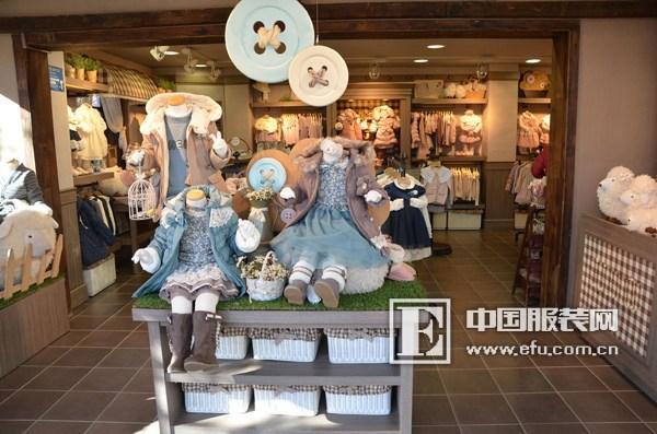 衣架,道具等品牌服装展示产品的中外合作企业,产品远销欧洲 ,韩国