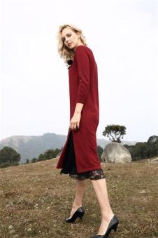 芮 红色长款针织衫