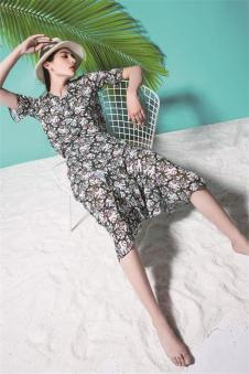 依妙女装新品印花连衣裙