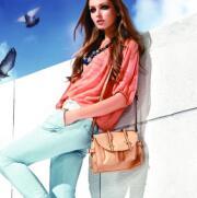 衣肖秀女装衣橱  打造五星女装品牌折扣店