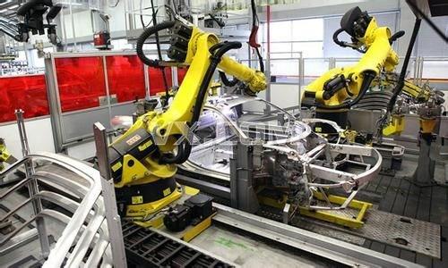 会做衣服的机器人来了 机器人将比人工更擅长制衣