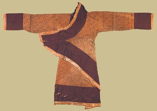 秦汉时期的曲裾是否是现代产物?