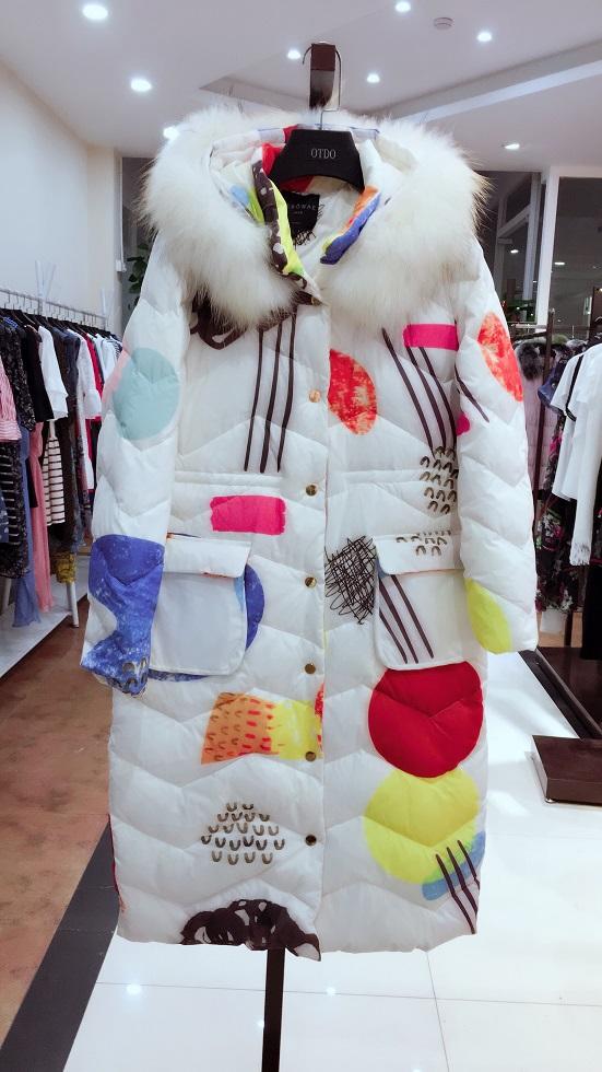 人本万依品牌折扣女装厂家直销时尚高端一手货源女装库存尾货