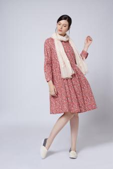 依伽依佳粉色长裙
