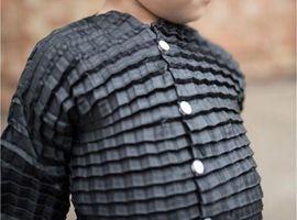 Petit Pli:一款会自动长大的衣服