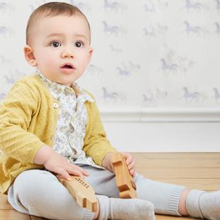 阳光鼠童装加盟 公司精耕细作婴幼童装市场20年,抢占市场先发优势!