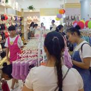 相信快时尚品牌的影响力,都市新感觉贵州安顺内衣加盟店开业业绩为12854元。