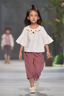植木西Romocie2018春夏新品女童白色印花T恤