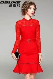 大红色长裙