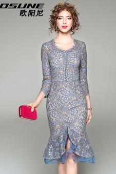 淡蓝色长裙