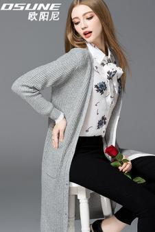 灰色针织长衫