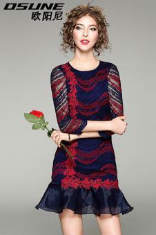 红黑色长裙