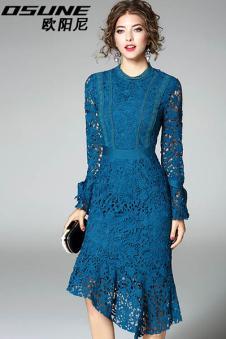 蓝色蕾丝裙子