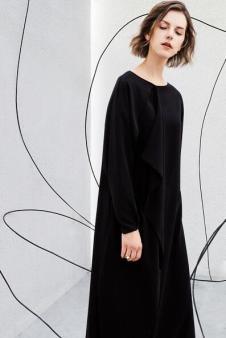 AMII2017秋冬新品轻奢极简系列黑色连衣裙