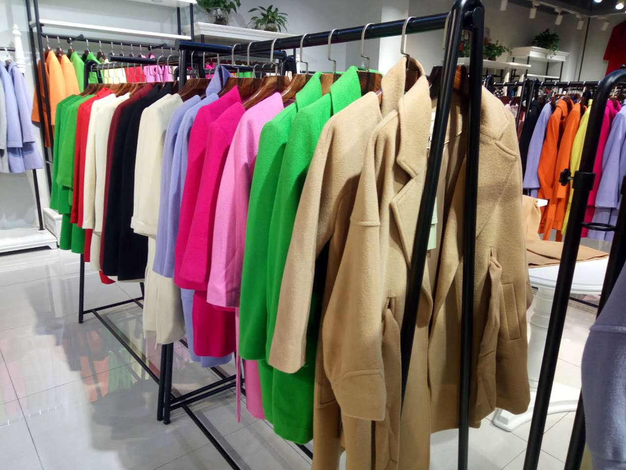 广州石井健凡品牌女装库存折扣批发现货大衣 羽绒服 连衣裙