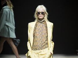 伦敦时装周:Topshop戏剧性改变 更年轻的基调