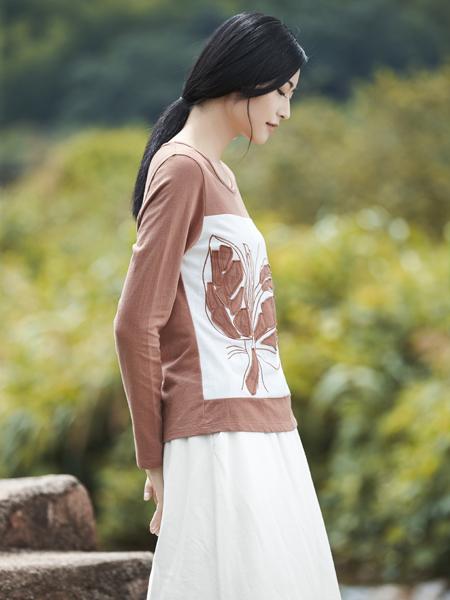 丽比多女装2017秋冬新款浅棕色T恤