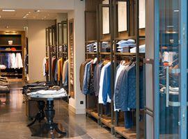 报告:全球消费者信心增强 但对不必要购物持保守态度