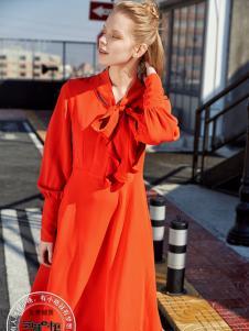 2017芝麻E柜女装新款红色连衣裙
