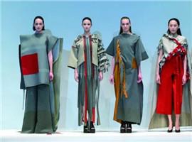 都在蹭热度,在娱乐泛化年代服装品牌如何玩好时尚跨界