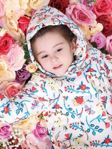 小猪班纳女童印花羽绒服