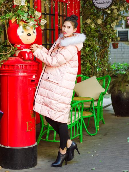 武汉惠品秋冬新款粉色羽绒服