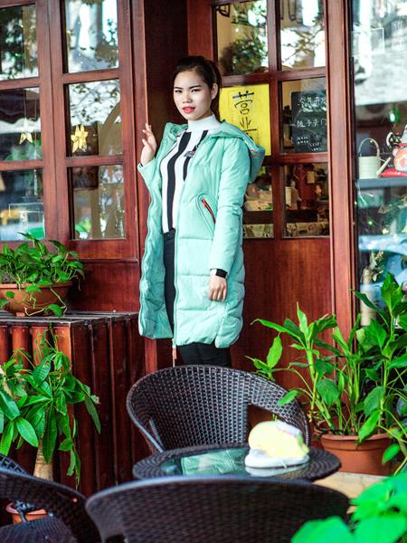武汉惠品秋冬新款浅绿色羽绒服