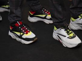 """丑陋的""""老爸鞋""""流行时尚圈,说是穿上会自我感觉良好"""